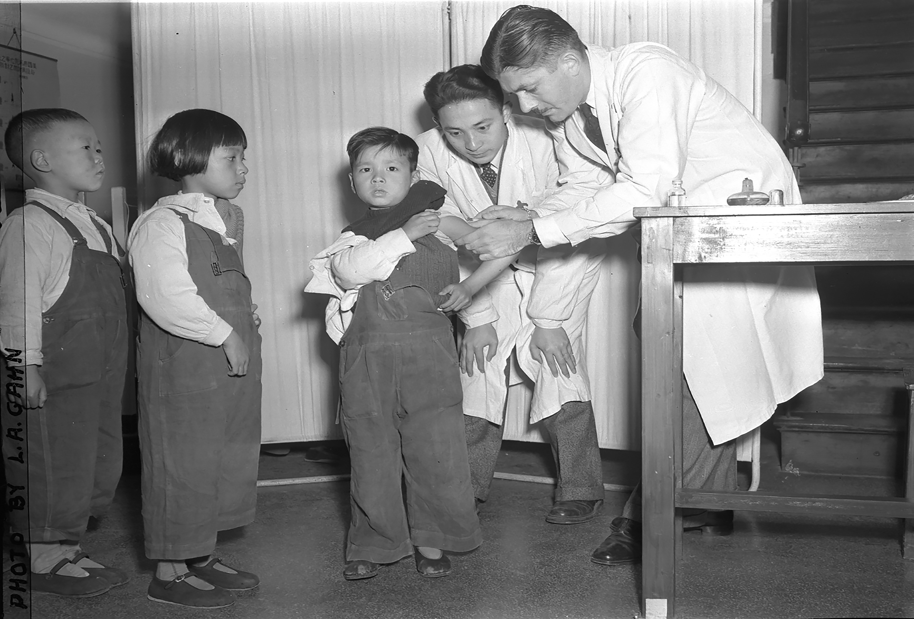 Mass Inoculation of Children at a Tuberculosis Clinic in Shanghai