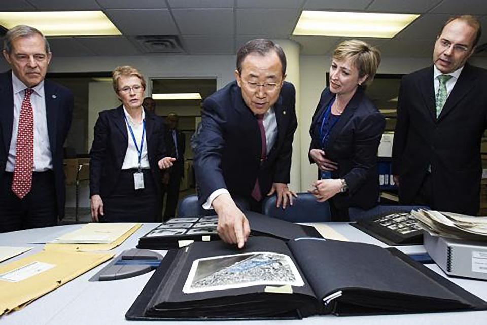 Secretary-General Ban Ki-moon visits UN Archives Section